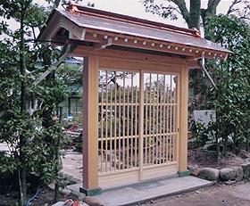 格子戸の門
